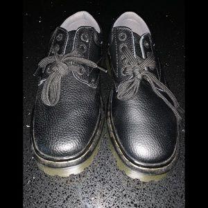 Dr Martens black pebble leather UK6